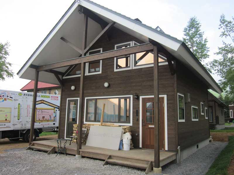 丸太ん坊 カフェレストラン兼モデルハウス