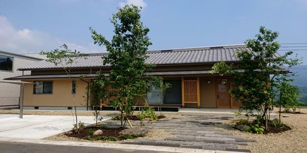 木製格子の家