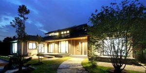 南信州の自然と調和した和モダンの家